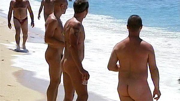 Pareja de maduros en la playa - 1 4