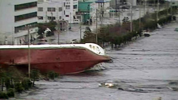 Un tsunami arrasa la costa norte de Japón