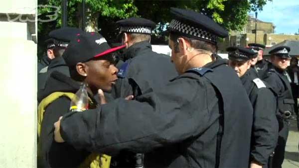 Así comenzaron los disturbios de Londres