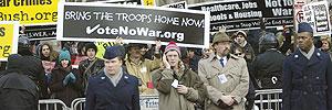 Protestas durante la coronación de Bush