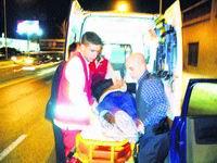 Ayuda al motorista contra el que chocó