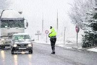 Un muerto y cortes de tráfico por el fuerte temporal de nieve en Lleida y Tarragona