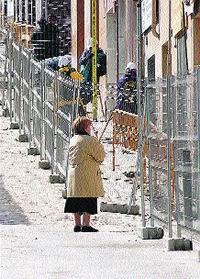 Els afectats del Carmel planten a l'administració i no entren a casa