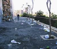 El vandalismo y el 'botellón' arrasan 35 solares vacíos de San Roque