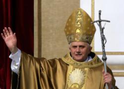 El Papa saluda