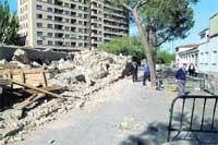 Escombros y vallas sin retirar