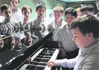 Aquí también hay niños del coro