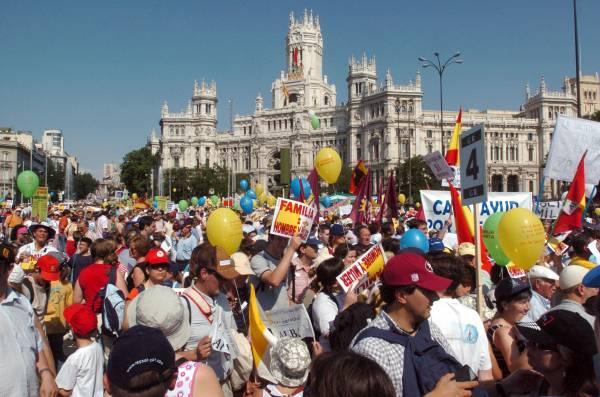 Miles de familias miembros del pp y representantes de la for Casarse en madrid
