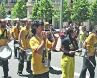 Timbalao, doce músicos locales a ritmo brasileño