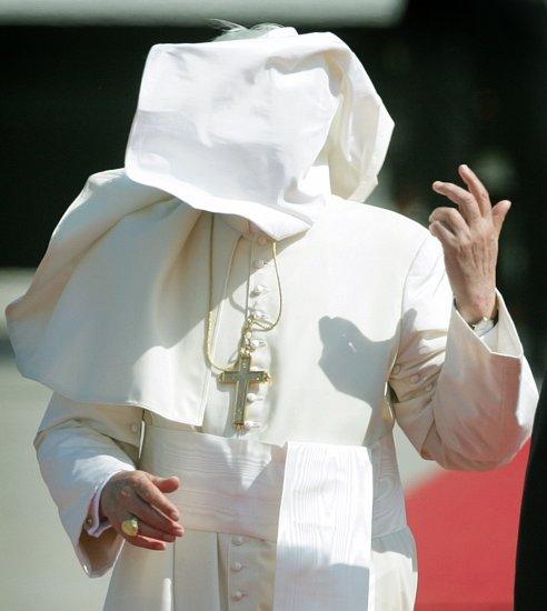 Papa Bento XVI durante a primeira visita internacional do seu pontificado; Colónia