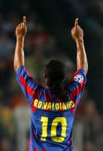 Ronaldinho celebra su segundo gol