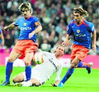 El Valencia TRUNCA la racha del Real Madrid
