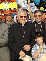 El Cardenal Rouco junto a un obispo en la manifestación contra el matrimonio gay (EFE).
