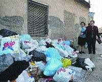 Churra: los camiones de basura nuevos no caben por dos calles