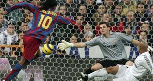 Ronaldinho, que marcó dos goles, fue clave en el encuentro