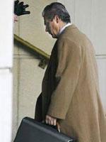 Garzón entra en la Audiencia Nacional en una foto de archivo (Reuters).