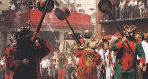Actuaciones medievales durante la Fiesta de la Patum en Berga