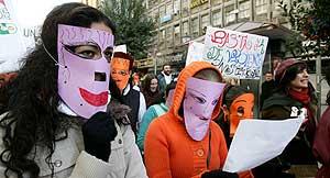 Un grupo de prostitutas de Madrid, con la cara tapada, durante la manifestación