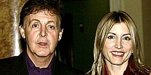 Paul Mc Cartney y su esposa