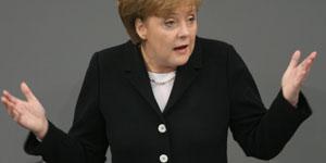Merkel se dirige al Bundestag en su primera intervención como canciller (Reuters).