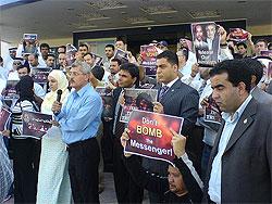 Los trabajadores de la cadena protestan contra las supuestas intenciones de Bush (Foto: Aljazeera Staff)