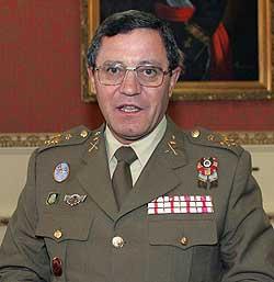 Foto de archivo del 04/11/05 del general jefe de la Fuerza Terrestre, José Mena Aguado.