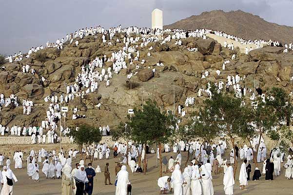 meca - 6. Unos fieles musulmanes rezan en el Monte Arafat, Arabia Saudí, donde el profeta del Islam, Mahoma, pronunció su último sermón hace catorce siglos. La fiesta musulmana del sacrificio (Aid al-Adha), que marca el final de la peregrinación, congrega en la ciudad santa de La Meca, cuna del Islám, a más de dos millones y medio de fieles.