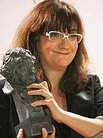 Isabel Coixet con uno de sus Goyas.