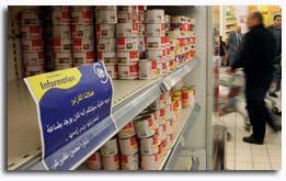 Un supermercado Carrefour en Egypto avisa a sus clientes de que ha retirado los productos daneses por el escándalo de las viñetas sobre el Islam (Reuters).