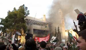 Manifestantes frente a la embajada danesa en Damasco, Siria (Reuters).