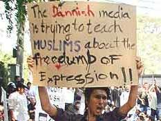 Un indonesio protesta contra las viñetas de Mahoma (Reuters).