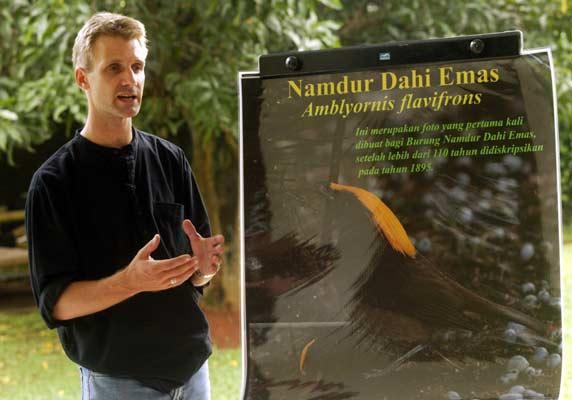 Animales. El investigador Neville Kemp asegura que su expedición ha grabado nuevas mariposas, ranas y una destacable serie de plantas que incluyen cinco nuevas palmeras y una flor de rododendro gigante en Indonesia.