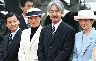 Principes Kiko y Akishino con los herederos Nahurito y Masako