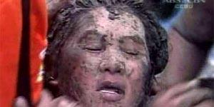 Una víctima del corrimiento en Filipinas (Reuters).