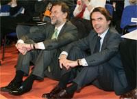 Aznar y Rajoy durante la Convención