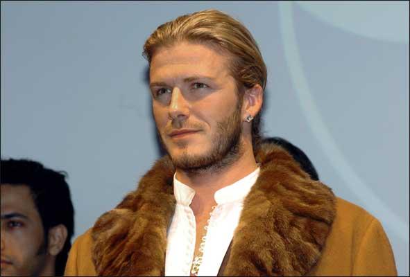 david beckham - ruso. Si los balones fueran misivas reales y las porterías nobles remitentes, Beckham estaría llamado a ser el Miguel Strogoff de las galácticas estrellas.
