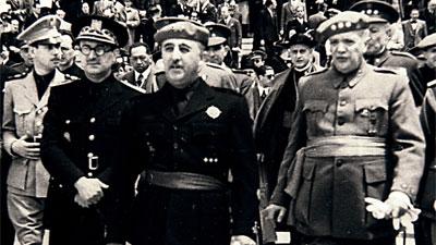 Llegada de Franco a la sesión de clausura del Congreso de Movilización cultural Médico-Práctica, en 1941. Korpa
