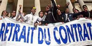Jóvenes galos rechazan el CPE (Foto: Reuters)