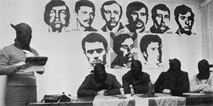 Miembros de ETA leen un comunicado tras el atentado contra Luis Carrero Blanco. 28-12-1973 en Francia.