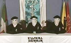 Una imagen del vídeo grabado por ETA para difundir su comunicado de 'alto el fuego' (Reuters)