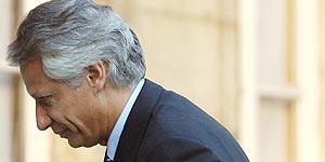 Villepin a su llegada a la reunión con Chirac (Reuters).