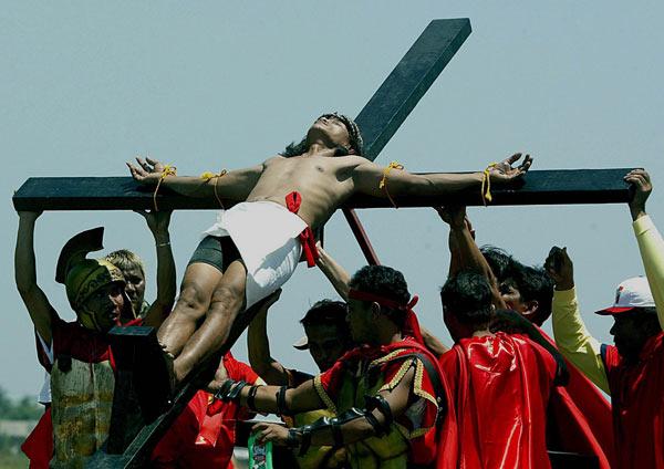 140306 - Foto crucificado Filipinas