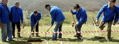Expertos comienzan, hoy viernes 14 de abril, las excavaciones cerca de una ciudad bosnia, que se cree esconde una antigua pirámide (EFE).