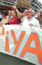 La cabecera de la manifestación para pedir que el Hospital Gómez Ulla sea público (Foto: Efe)