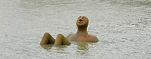 La polémica escultura del 'Hombre Río' (EFE)