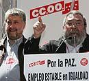 El secretario feneral de UGT, Cándido Méndez (d), junto al líder de CCOO, José María Fidalgo (Efe).