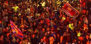 Los aficionados culés celebran en Canaletas el título de Liga (EFE)