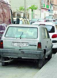 60 coches abandonados impiden aparcar en Picarral