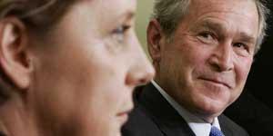 Bush y Merkel han demostrado su sintonía en referencia a la crisis de Irán. (Reuters)