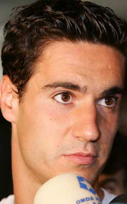 Pablo, con la selección. El atlético Pablo Ibáñez atiende a los medios a su llegada a la convivencia de hoy. Leer noticia